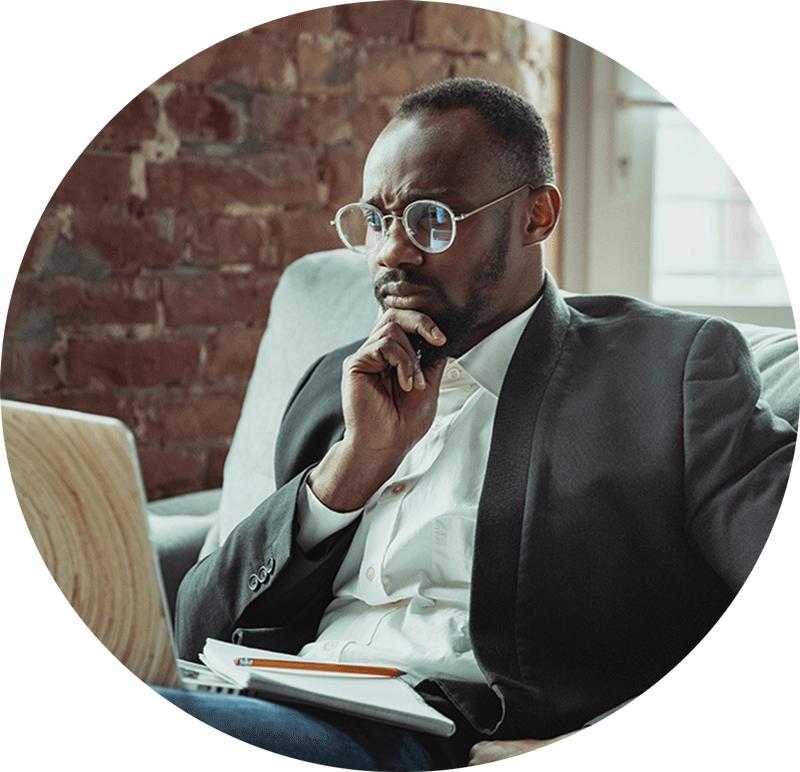 visuel-entrepreneur-sur-ordinateur-blog-photo-werentrepreneur